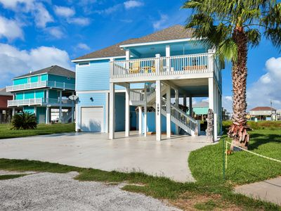 Photo for Lovely home with patio area & near the ocean - close to town and attractions