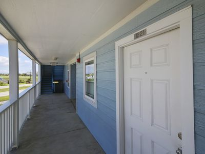 Photo for Gorgeous Suite 1221 On the Beach... No need to cross busy Seawall