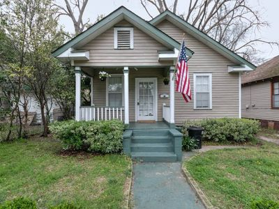 Photo for ⭐️Lofted cottage w/ great backyard 1 block off Broad & 15 min to Benning! Pets welcome!✨