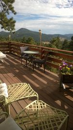 Breathtaking Mountaintop Views, Private Steambath, 2 Decks, 3 Mi.es From  Town