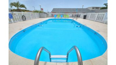 Photo for 1 BR/1 BA Efficiency-Walk to Stores, Restaurants, & BEACH-Large POOL-Sleeps 2