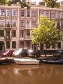 Beautiful canal front apartment in the heart of Amsterdam!