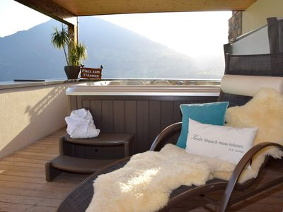 Photo for Holiday apartment with outdoor hot tub directly on the slopes