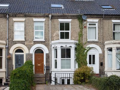 Photo for Clean and hygienic home near NNUH Hospital | Large Family Home & Garden by UEA -