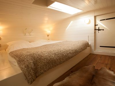Renovated houseboat in the centre of Amsterdam