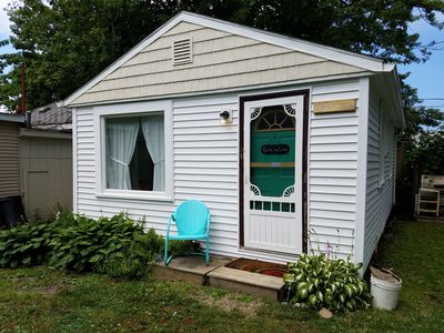 Clean, comfortable cottage located off the Strip, pets welcome, vacation ready