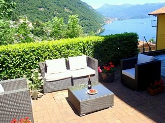 Photo for Spacious Apatment for 4 Guests with Stunning Lake View