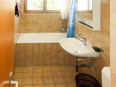 Photo for Cosy apartment for 6 guests with pool, WIFI, TV, balcony and parking