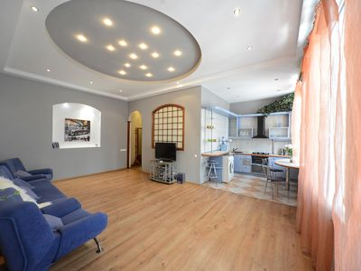 Photo for Stylish 1-bedroom Apartment with Jacuzzi on Independence Square