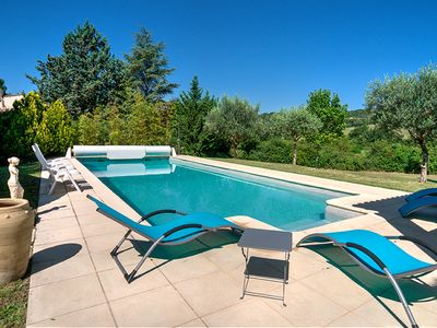 Photo for Large villa and pool in the quiet of the Luberon, for 10