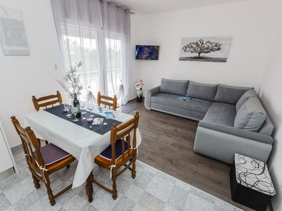 Photo for Spacious family apt in Kastel Kambelovac