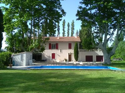 Photo for Provencal farmhouse 250m2 between Alpilles and Luberon with beautiful swimming pool, 1hectare park