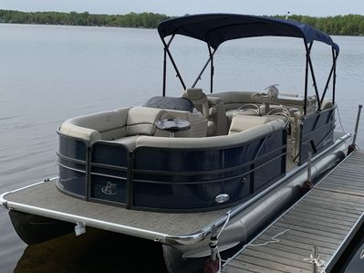 OPTIONAL 2019 Misty Harbor pontoon w/ sun canopy & bar, seats 12 people