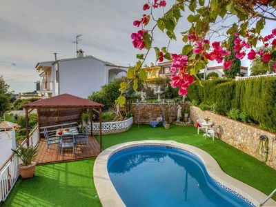 Photo for Beautiful apartment for 8 people with WIFI, private pool, A/C, TV, pets allowed and parking