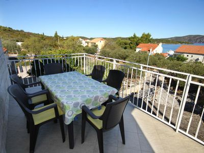 Photo for Three bedroom apartment with terrace and sea view Kneža (Korčula)