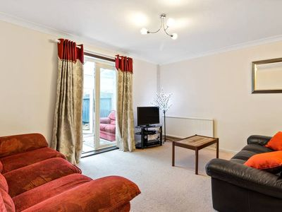 Photo for 2bed 2bath w/garden in Chiswick 20mins to Waterloo