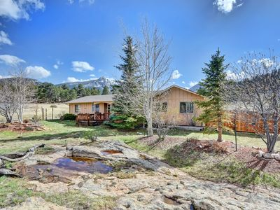 Photo for Spacious ranch house with hot tub, mountain views and a top notch furnishings.