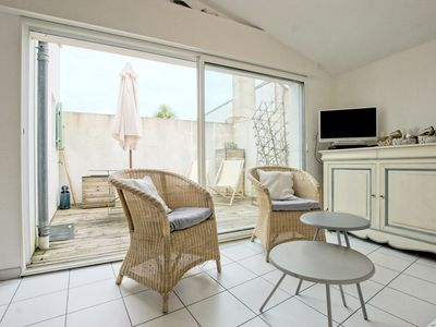 Photo for Apartment with terrace, nestled on the port of Ars-en-Ré