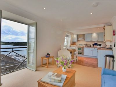 Photo for Fantastic apartment with sea views.