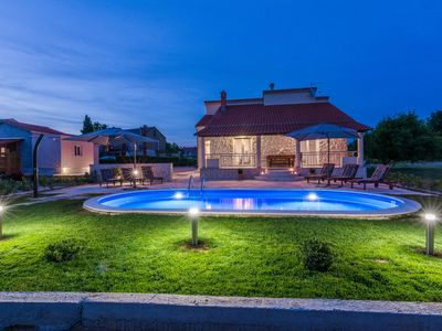 Photo for Private heated pool,8 people,sandy beach,close to bars