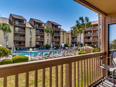 Photo for Large 2 Bedroom 2 Bath Pool / Courtyard View Condo - Anchorage Rentals