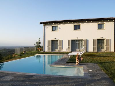 Photo for Charming Villa & pool UNESCO among the hills of Monferrato ... breathtaking view !!