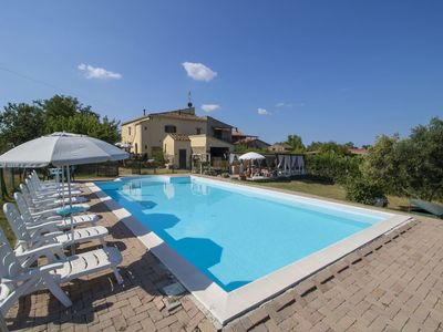 Photo for Lovely apartment in villa for 4 guests with pool, WIFI, TV, pets allowed and parking