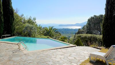 Photo for Great villa overlooking the sea, peninsula of St Tropez. 10 people