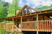 Bearadise Pet Friendly Cabin in Pigeon Forge, with WIFI