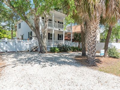 Iconic Tybee home, just a short walk to Tybee Island Beach and Pier