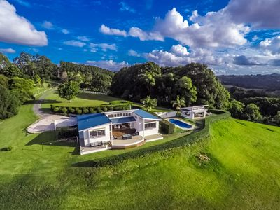 Photo for Byron's Brae - hinterland home with breathtaking views