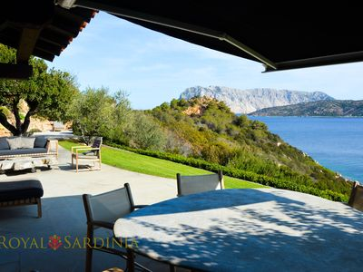 Photo for Deluxe apartment with garden and charming sea view