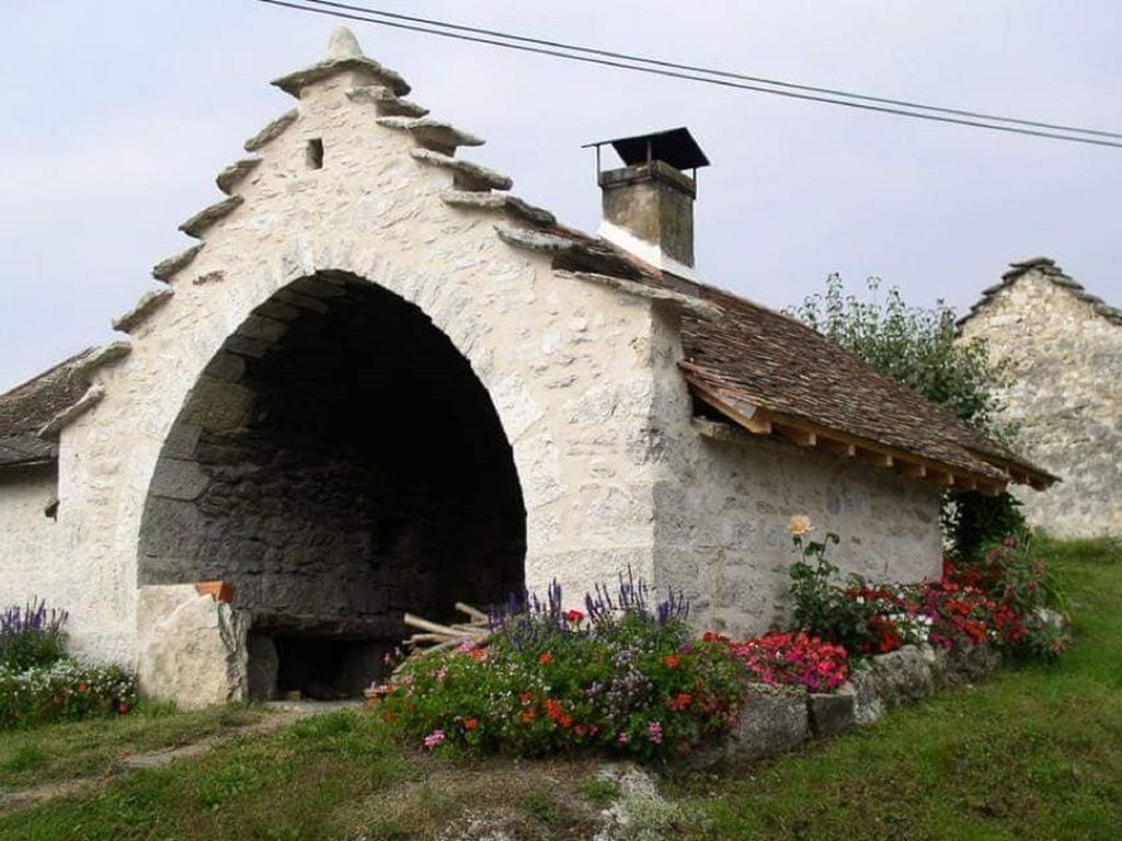 Beautiful and comfortable house bugiste, in a case of nature, in CEYZERIEU ....