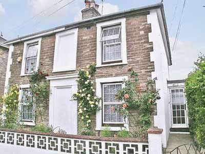 Photo for 2 bedroom property in Ryde and Seaview. Pet friendly.