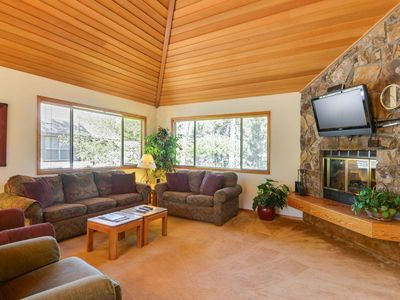 Klamath 10 - with hot tub and fireplace