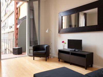 Photo for Modern Center A apartment in Eixample Esquerra with WiFi, air conditioning, balcony & lift.