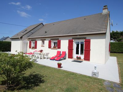 Photo for Attractive, detached holiday home, situated at only 300 m from the sea and the sandy beach.