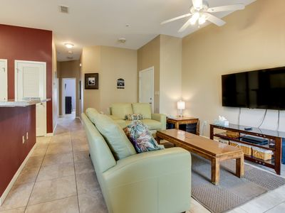 Photo for Welcoming condo with shared pool and hot tub, location close to the beach
