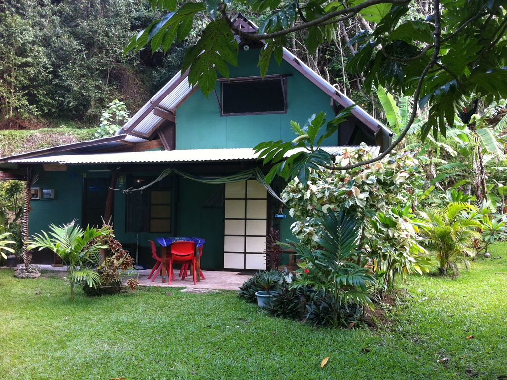 Huahine fare franky quaint chalet propre tapes la for Cout immobilier