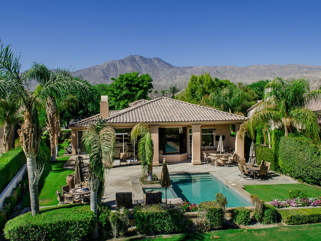 Pga west home 18th fairway pool outdoor vrbo for Fairway house
