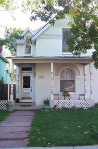 Upper duplex in a quaint and charming Victorian home  - fantastic neighborhood!