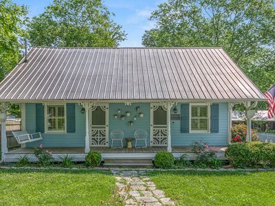 Photo for 4BR Cottage Vacation Rental in Franklin, Tennessee