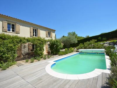 Photo for Spacious charming villa with swimming pool in the Mont Ventoux region, 4 bedrooms, 3 bathrooms