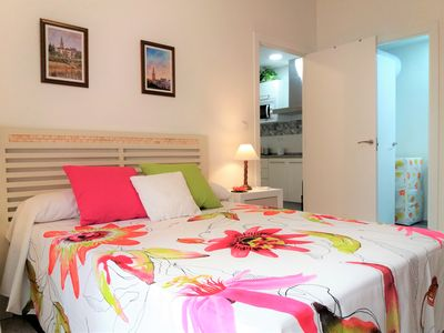 Photo for The Very Centre of Seville, Quiet and Comfy, Brand New 1-Bedroom Flat