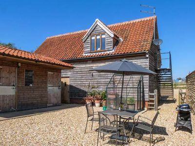 Photo for GRANARY LOFT, pet friendly, with a garden in Grantham, Ref 903732