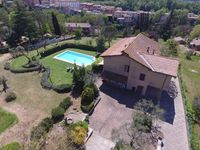 Fantastic pool, good location near Rome. Some upgrading required