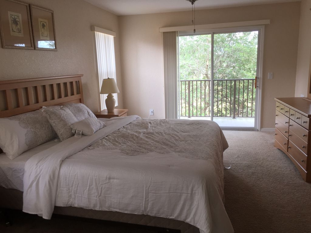 BEAUTIFUL 4 BEDROOM TOWNHOME ONLY 20 MINS FROM DISNEY FITS ALL YOUR NEEDS