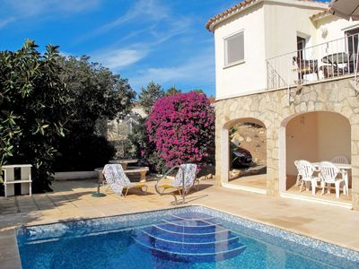 Photo for Nice apartment for 4 people with private pool, TV, balcony, pets allowed and parking