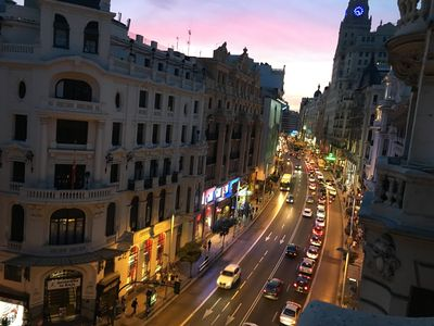 Photo for 7 rooms / 7bathrooms (Big apartment over Gran Via Street)