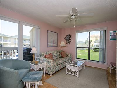 Living room (queen size pull out sofa) - view of golf course and harbor